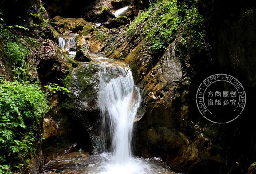 森林溪水徒步